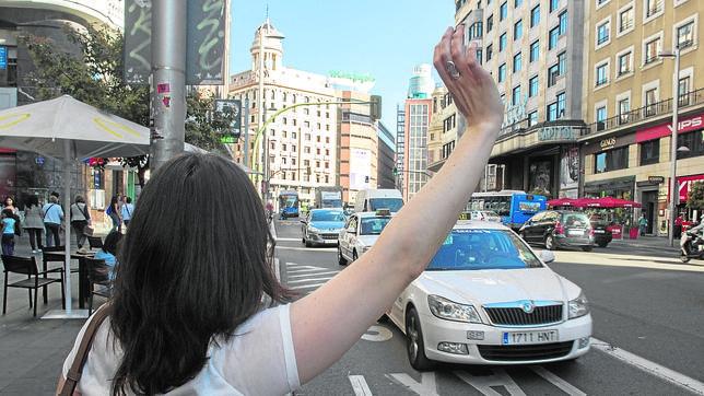 Taxi parada en Madrid