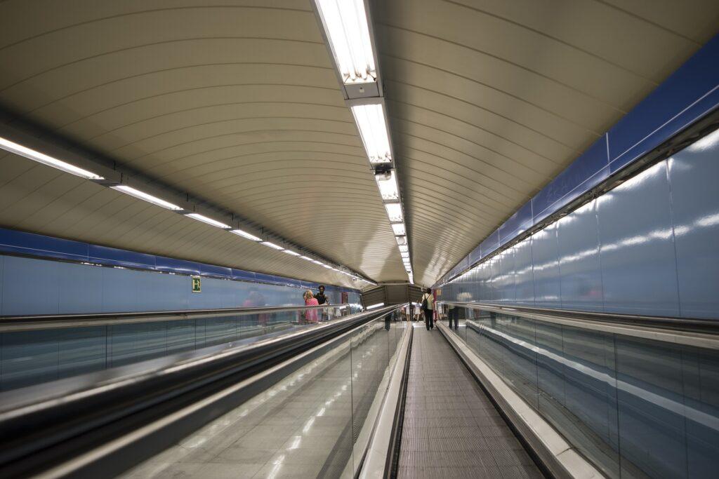 Escaleras del metro de Madrid