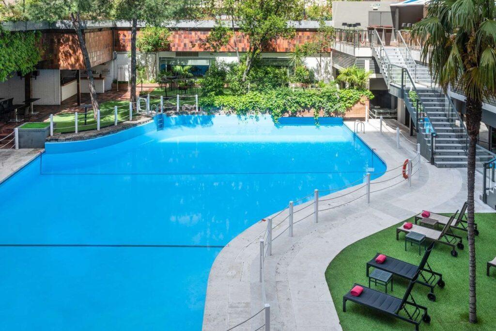 Meliá Castilla piscina